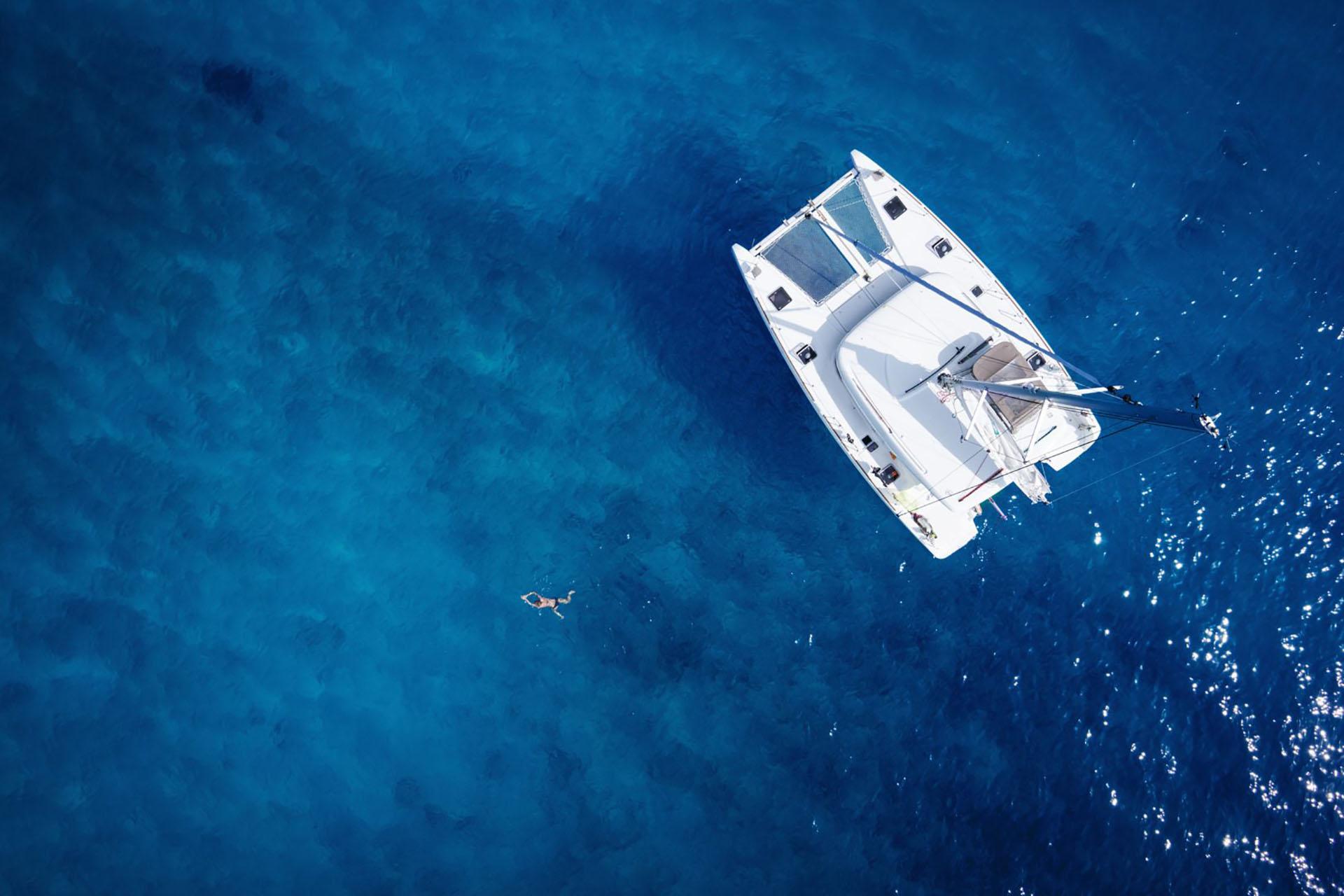 catamaran sail tours